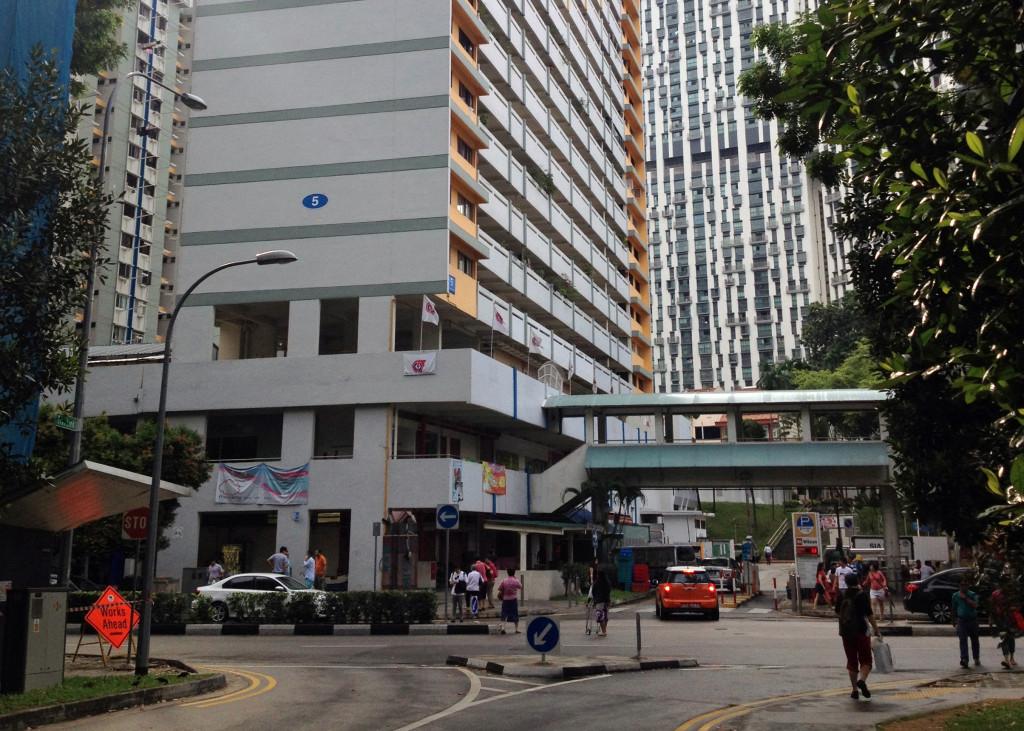 Ground amenities at Tanjong Pagar / Ronald Lim