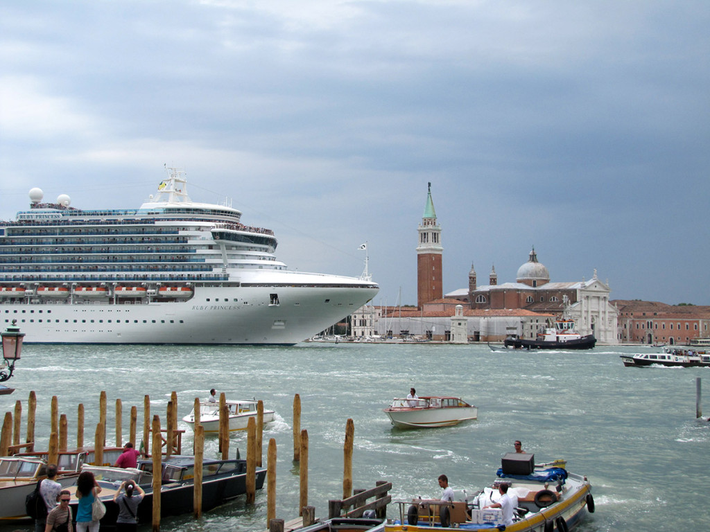 Cruise boat Ruby Princess arrives in Venice / Dan Davison / flickr.com
