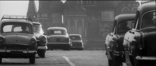 Машины на Красной площади. «Я шагаю по Москве», фильм Георгия Данелия, 1963