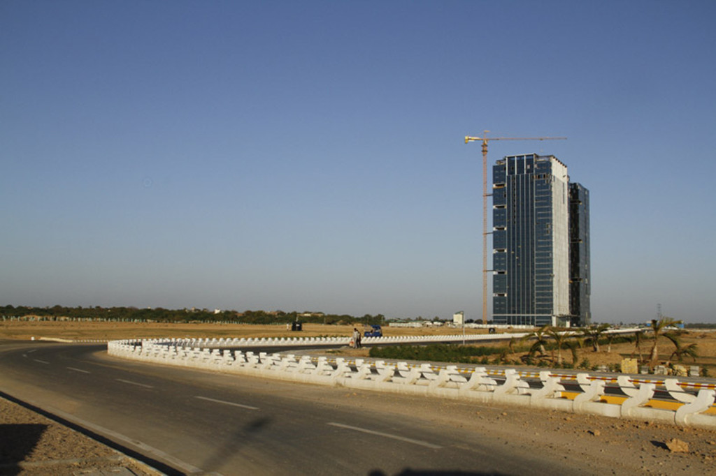 Gujarat International Finance Tec-City construction along Dehli Mumbai Industrial corridor / giftgujarat.in