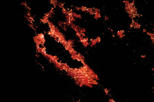 Night time infrared photo illustration of Silicon Valley in Northern California done by NASA Space Station's expedition. Since the 1970s, this place has become a unique symbol of the new digital era. It is home to many of the world's largest technology corporations, as well as thousands of tech startup companies nowadays / Photo: NASA / Flickr.com