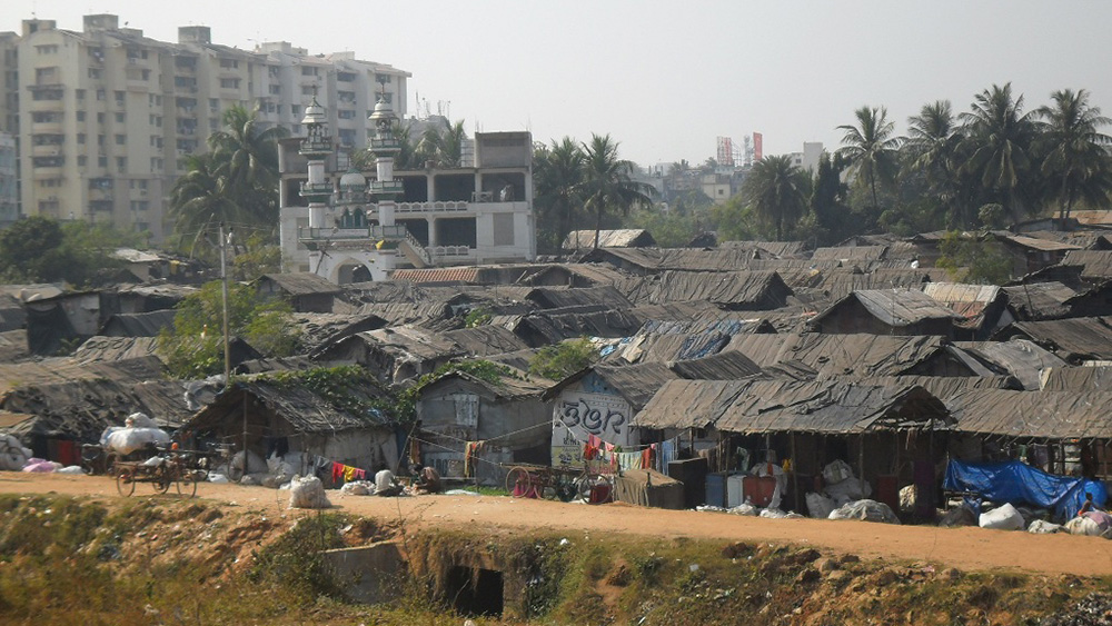 Slums in Mumbai, Dharavi / Jon Hurd / flickr.com